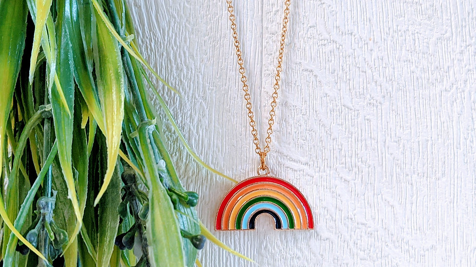 Golden stainless steel necklace with golden enamelled rainbowpendant