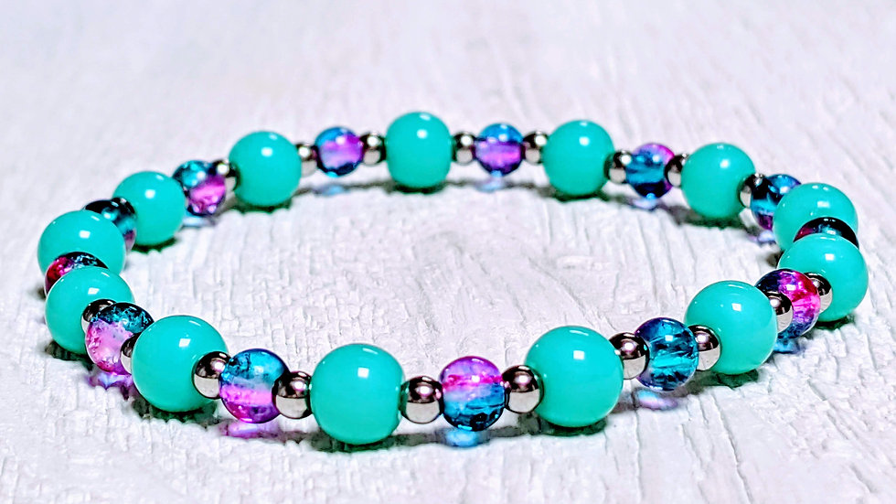 Beautiful turquoise & stainless steel beaded stretch bracelet.