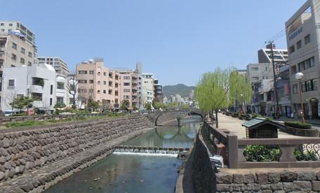 事務所そばの中島川公園