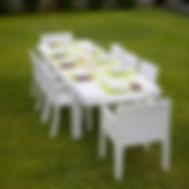 tavoli e sedie in resina.jpg