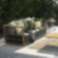 salotto da esterno in legno.jpg