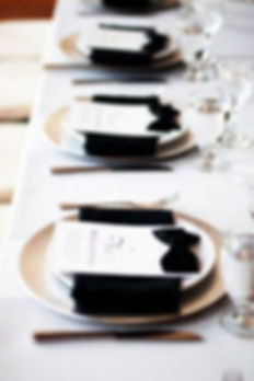 elegant-black-and-white-wedding-table-se
