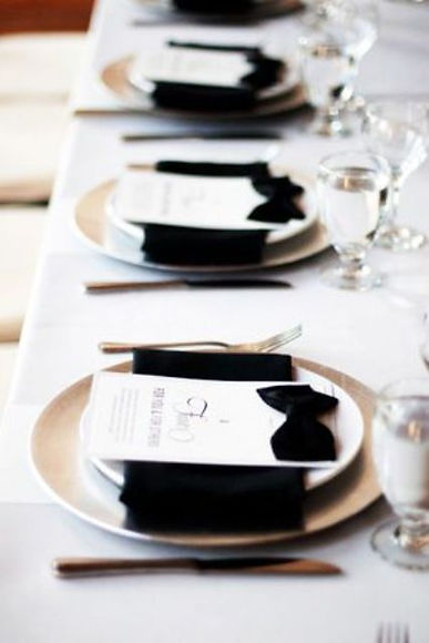 elegant-black-and-white-wedding-table-se