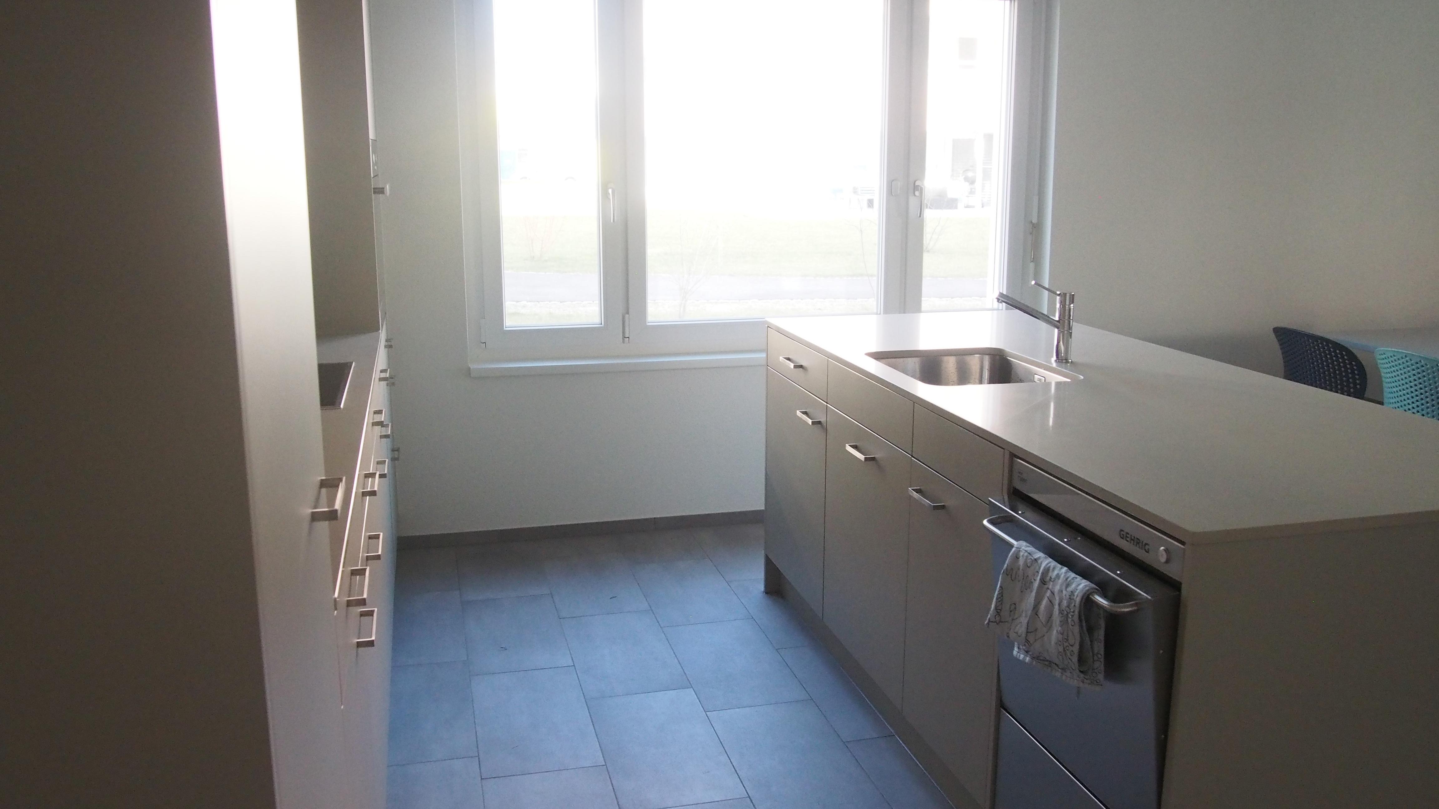 Küche mit Gastro-Geschirrspülmaschine