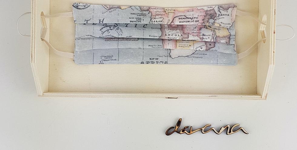 Mascarilla mapa gris pliegues