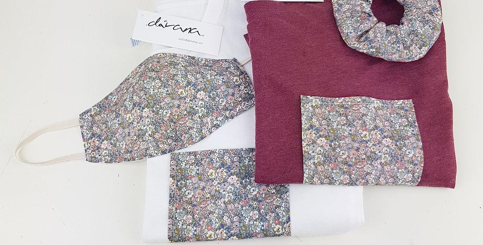 Conjunto camiseta blanca y granate, mascarilla y coletero flores