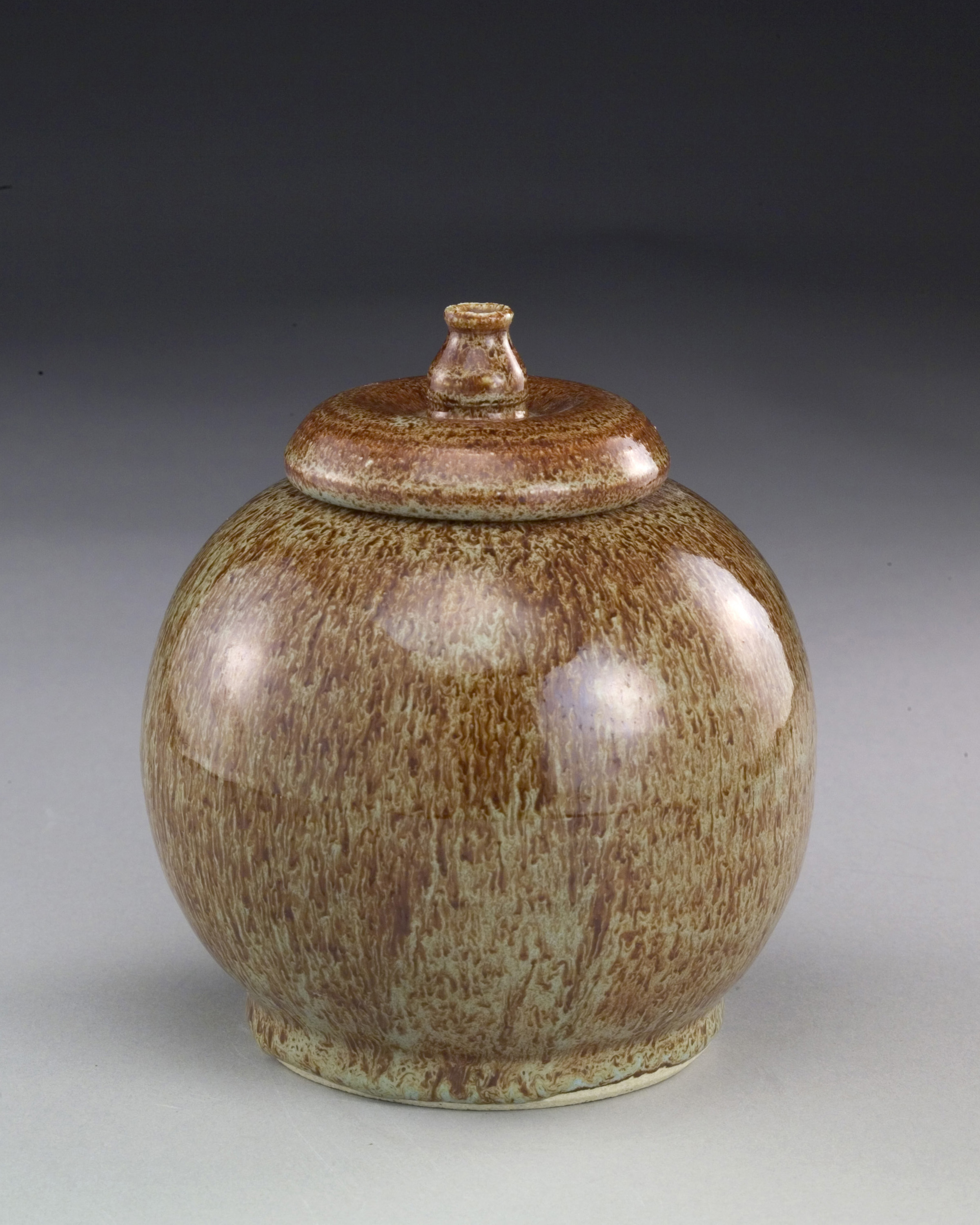 Beutler, Speckled brown jar.jpg