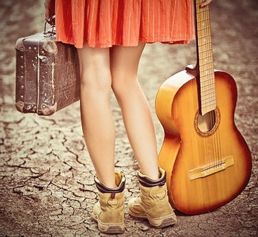 Singer-Songwriter Traveling The World.jp