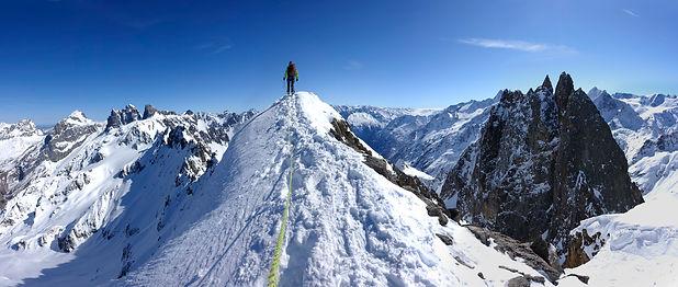 Stoessenstock_Ski_Bergsteiger_Pano.jpg