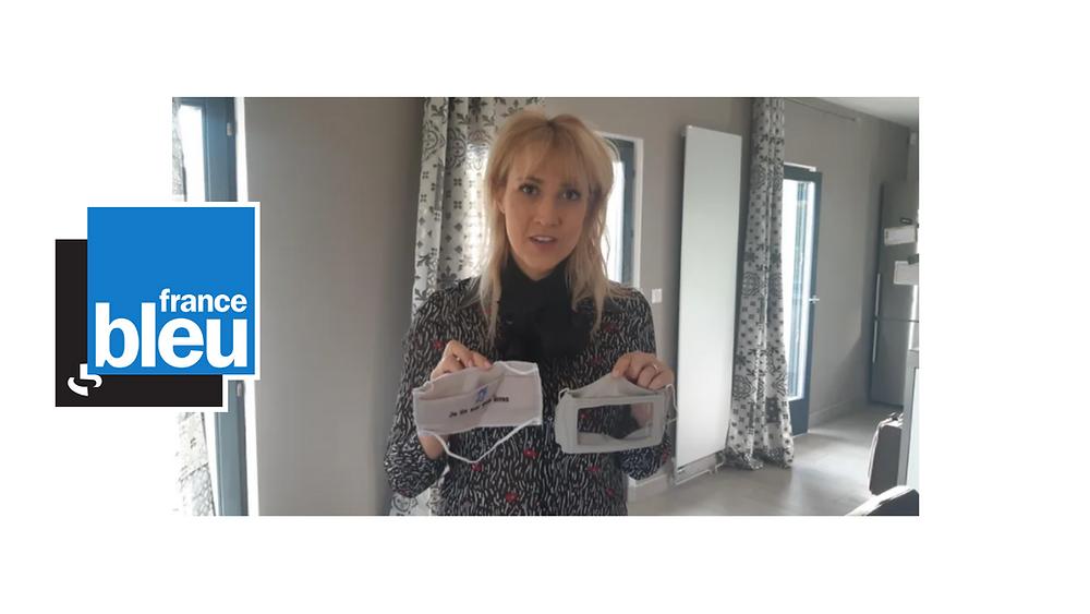 Laure Francesconi-Houche de Solutions Surdité qui propose deux masques pour favoriser la communication des personnes sourdes et malentendantes © Radio France - Patrick Genthon