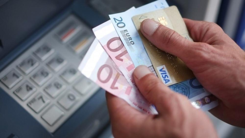 Retirer de l'argent au distributeur pourrait coûter bientôt plus cher