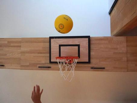 壊れたバスケゴールを修繕