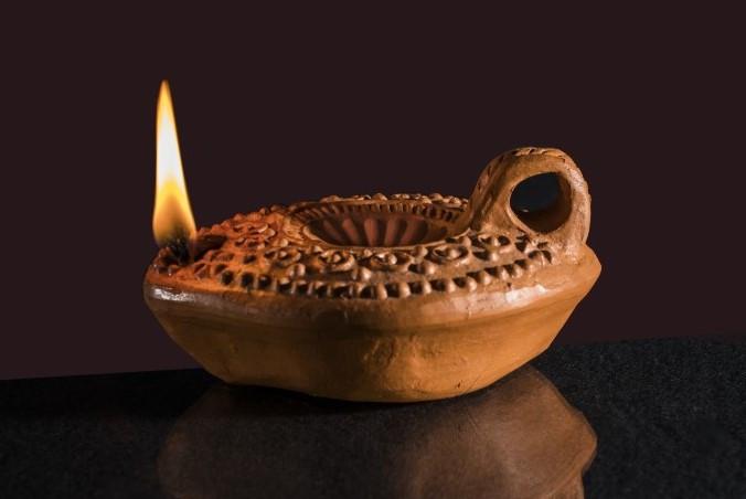 velas primitivas forma de iluminação