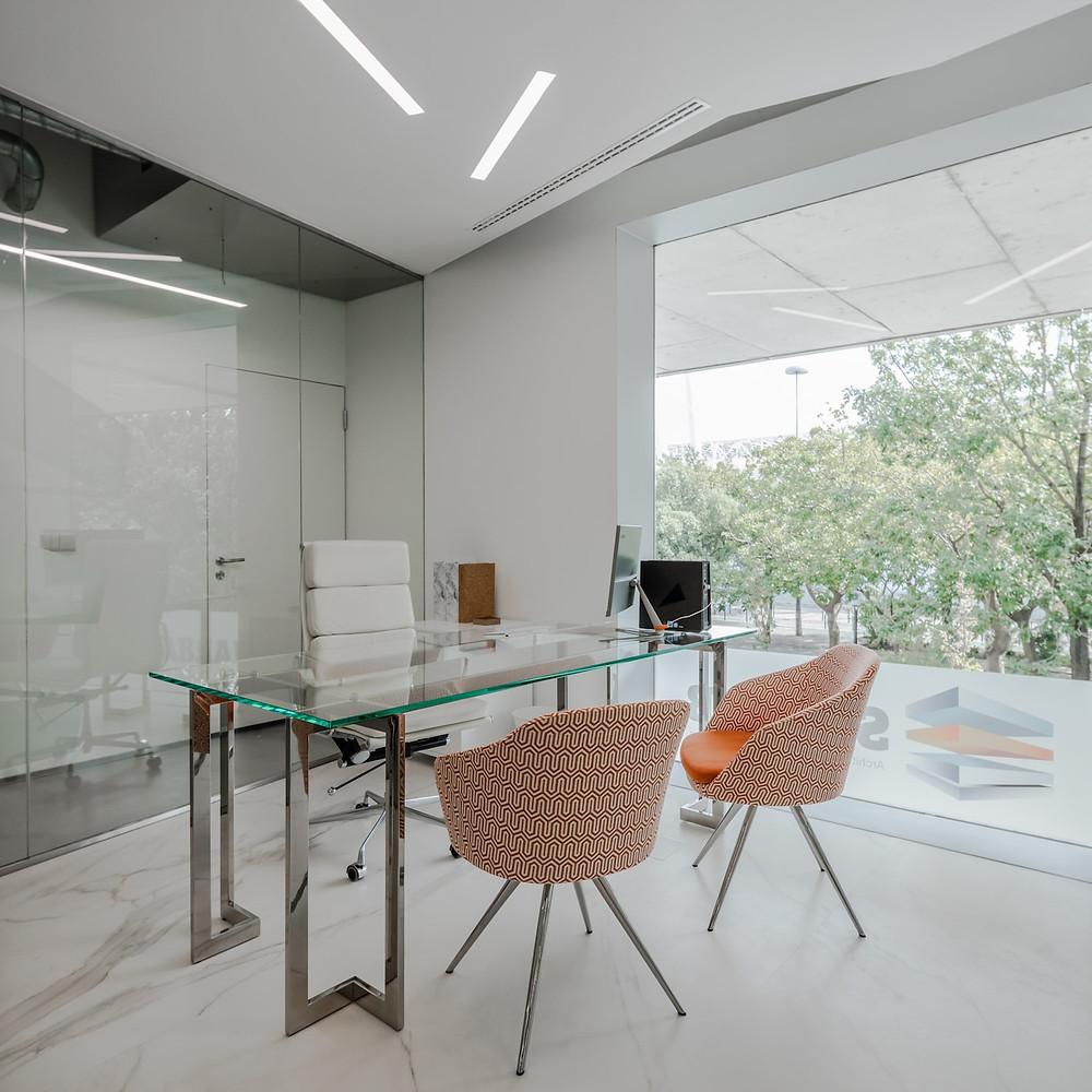 Escritórios de arquitetura da empresa Sabrab com iluminação Tromilux fabricante de iluminação nacional candeeiros e luminárias encastradas