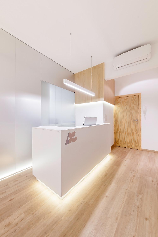 hall entrada clinica dentária com iluminação Tromilux