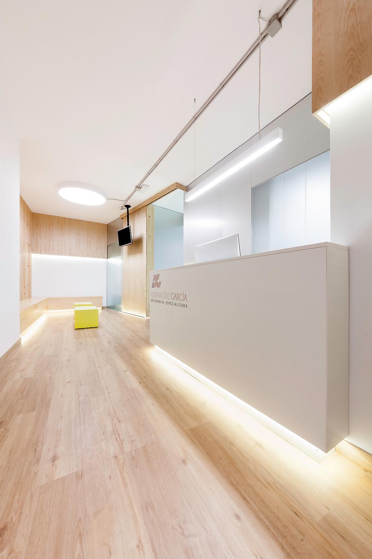 espaço entrada clinica dentária com iluminação tromilux