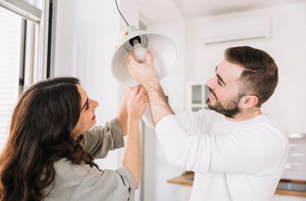 Como trocar uma lâmpada em segurança