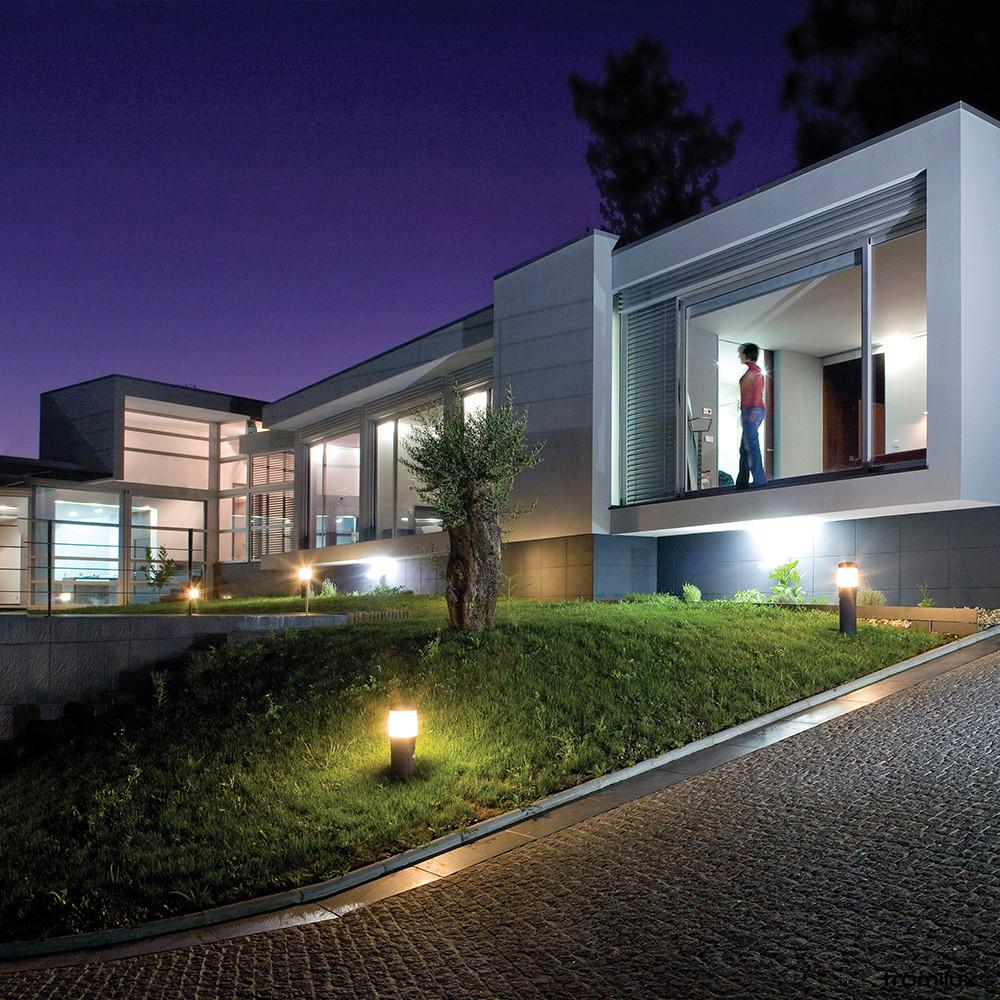Casa de noite com iluminação de exterior Tromilux baixa voltagem LED