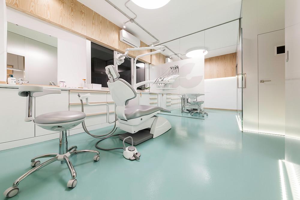 gabinete de medicina dentária clinica com iluminação tromilux