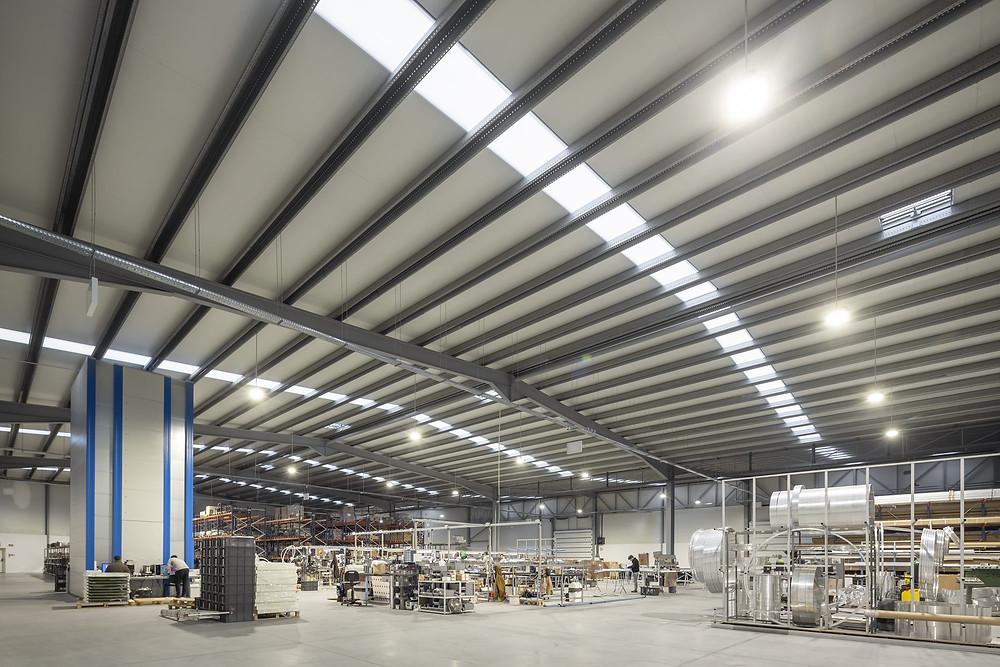 produção da marca tromilux fabricante nacional de iluminação instalações em são felix da marinha
