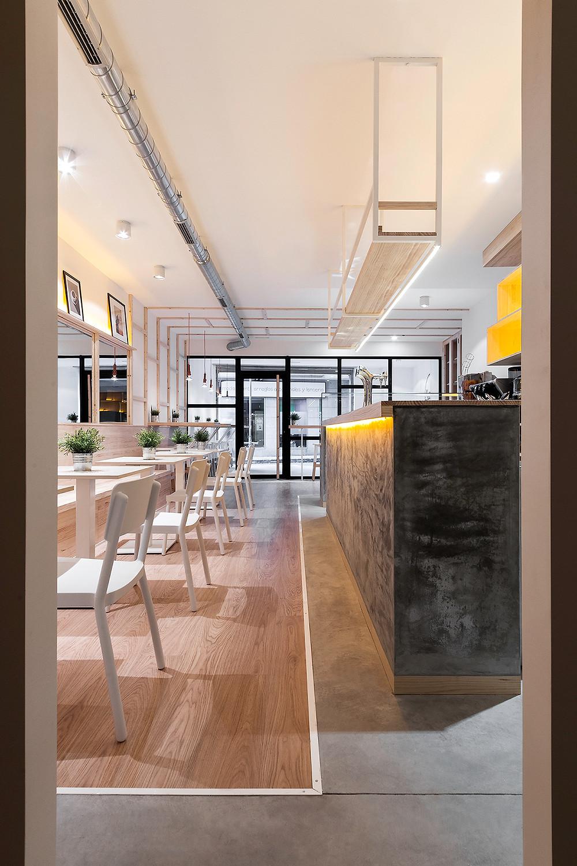 Cafetaria La Torta com iluminação saliente e encastrada Tromilux