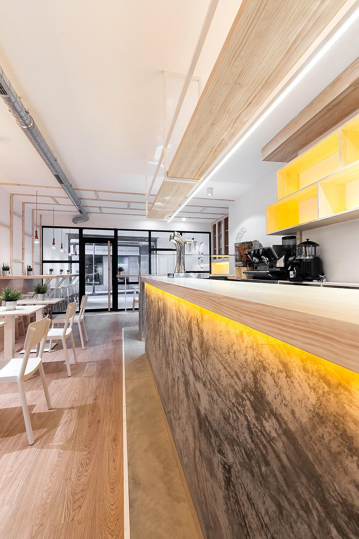 cafetaria La Torta com iluminação da marca Tromilux