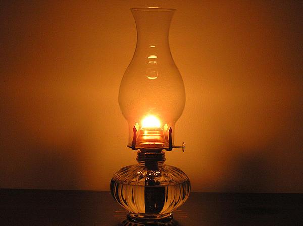 iluminação antiga a óleo