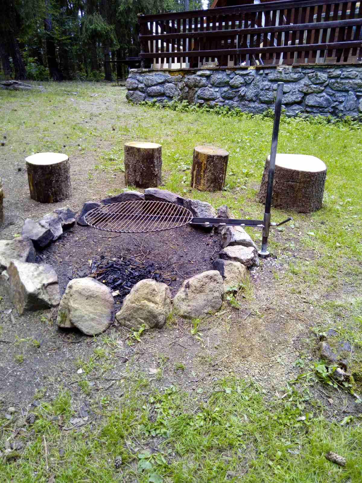 Romantická chata ohniště