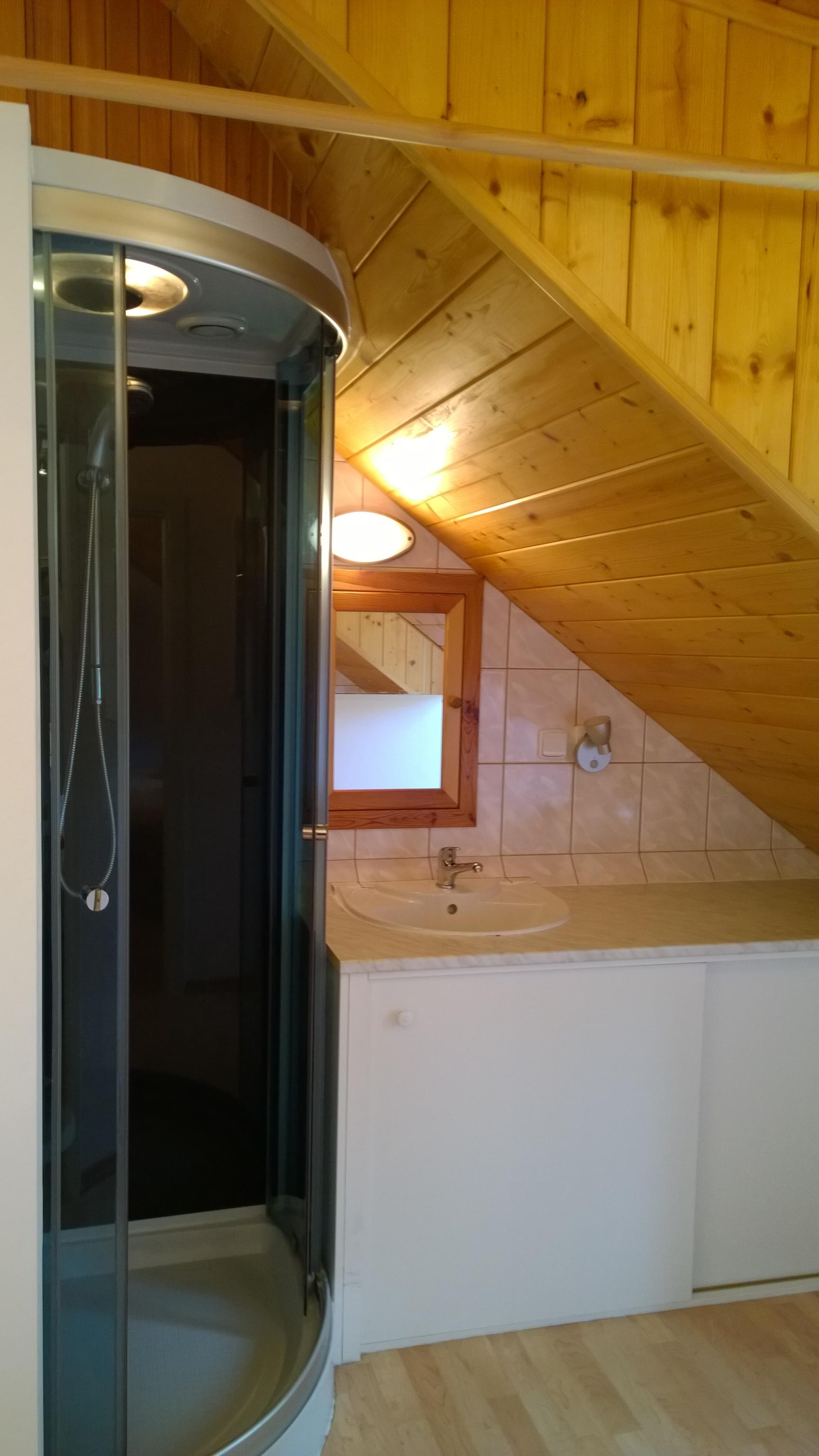 ap._B_sprchovací_box_a_koupelna