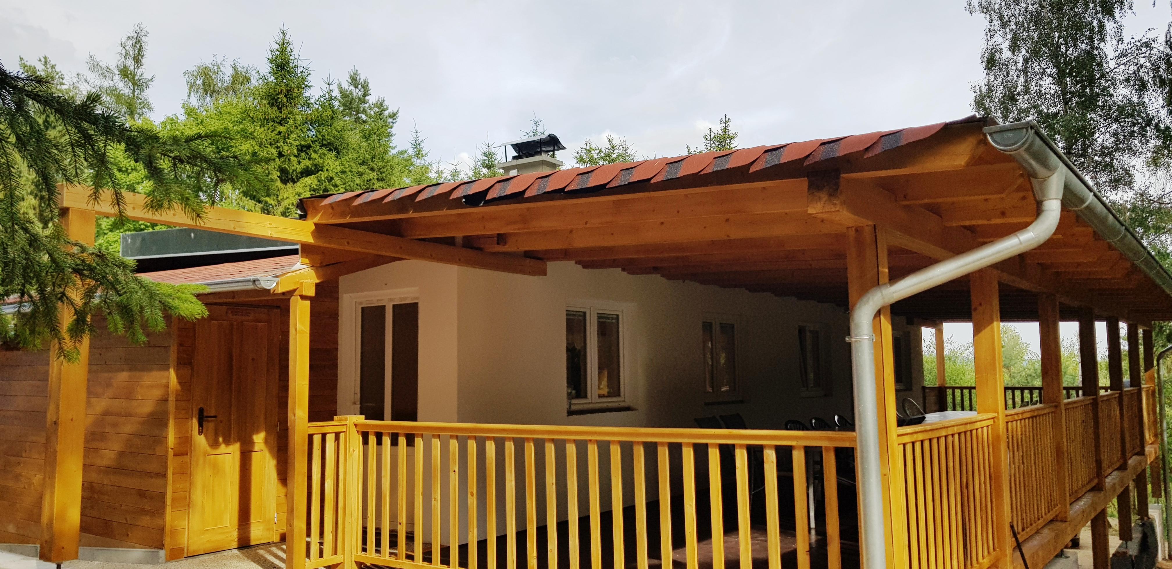 Velkorysá chata terasa a vstup po šatny