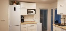 kuchyně, mrazák, 3 ledničky, mikrovlny s