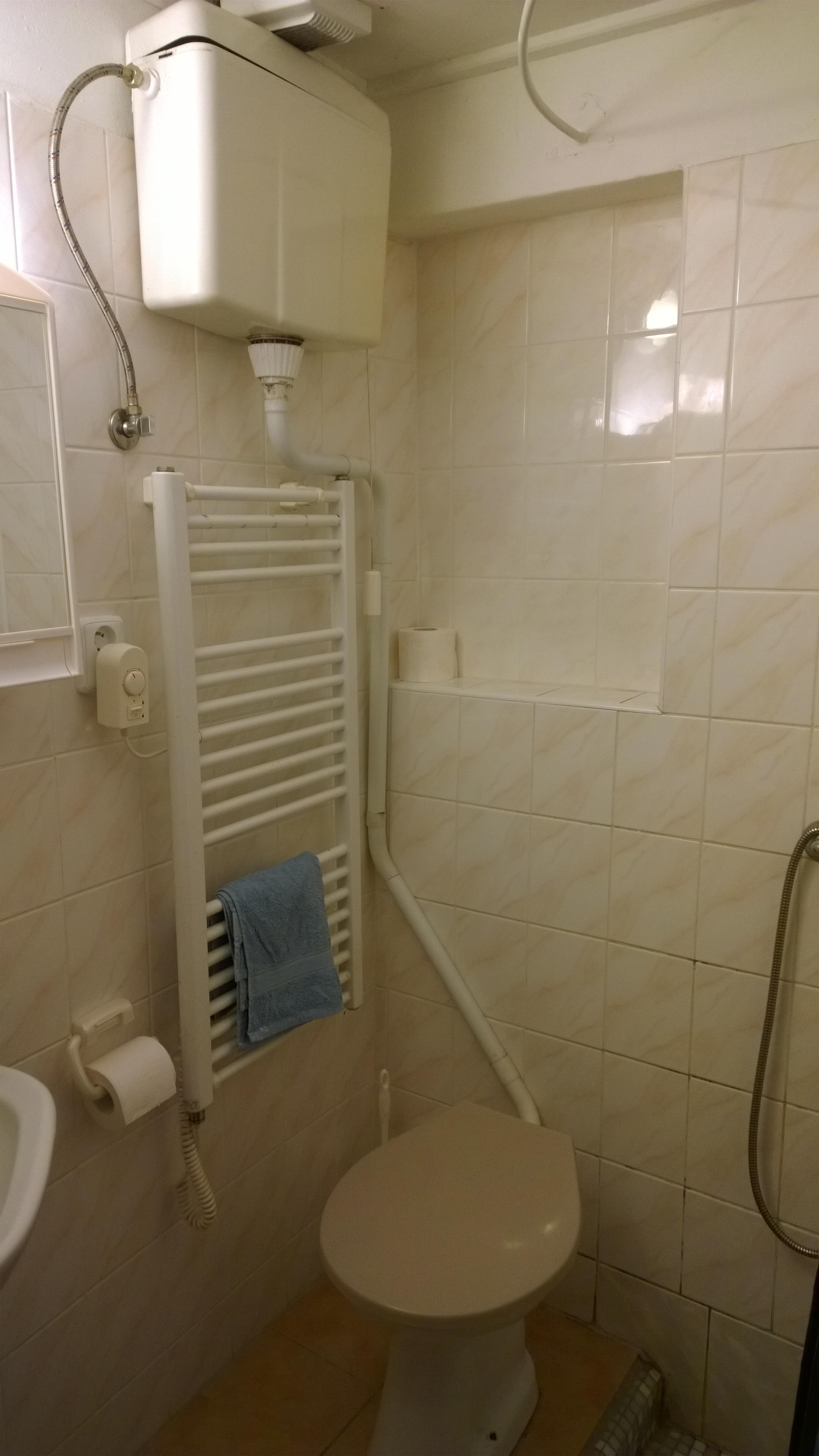 ap._C_záchod_a_sprcha