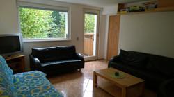 ap. A dolní obývák, dveře ven a do ložnice.jpg