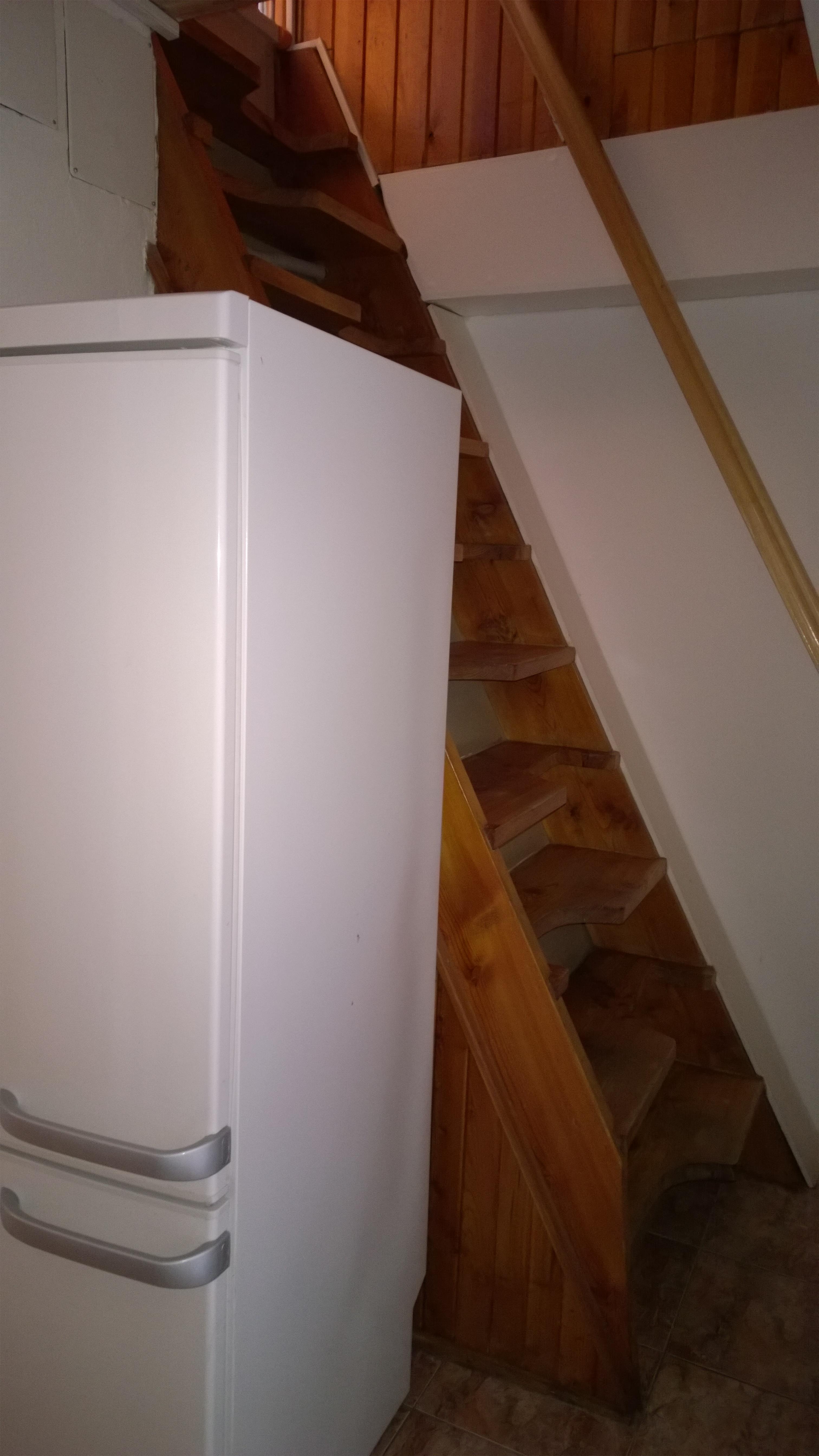 ap. C chodba a mlynářské schody do ložnic.jpg