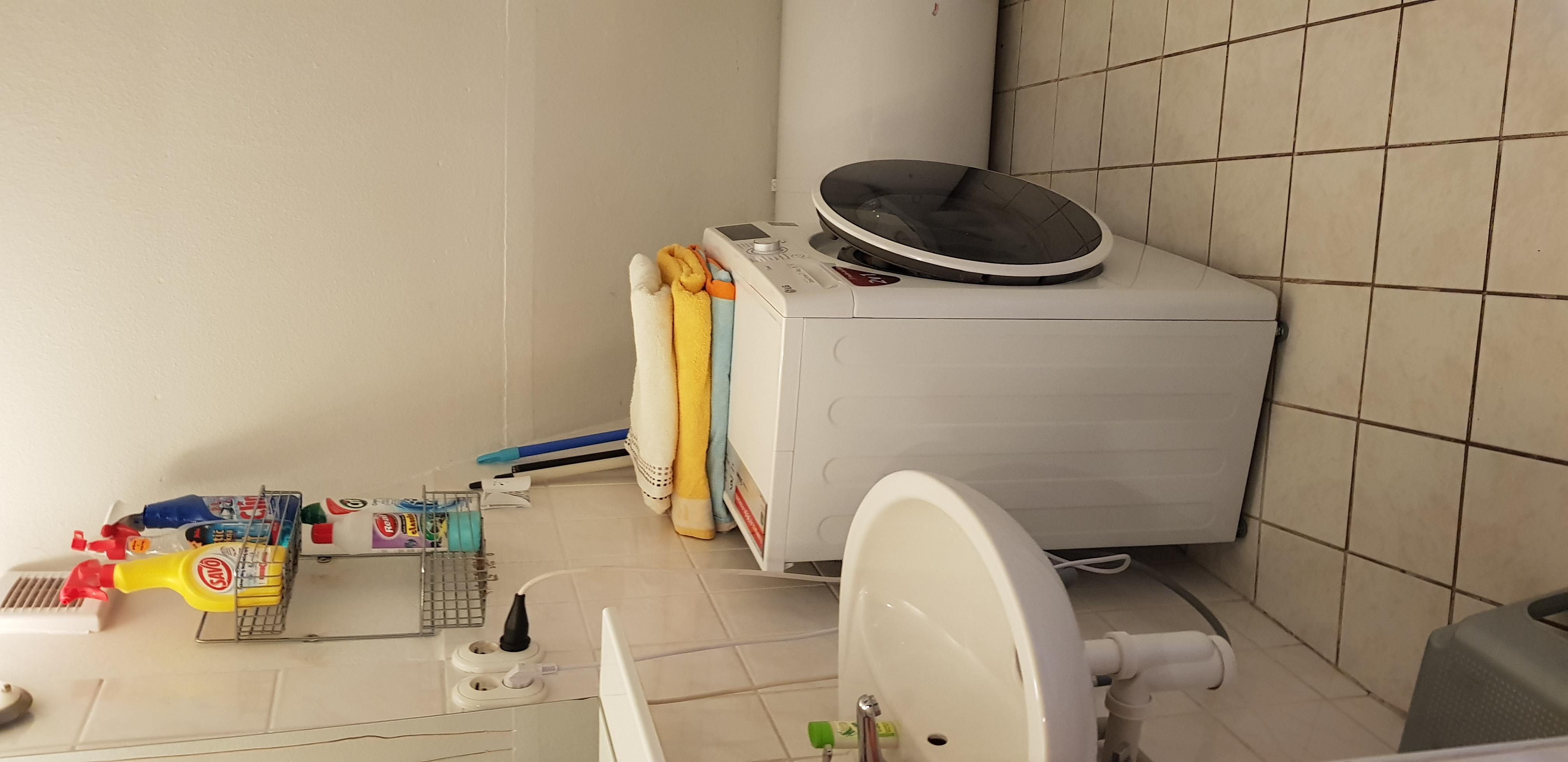 WC, sprcha, pračka se sušičkou