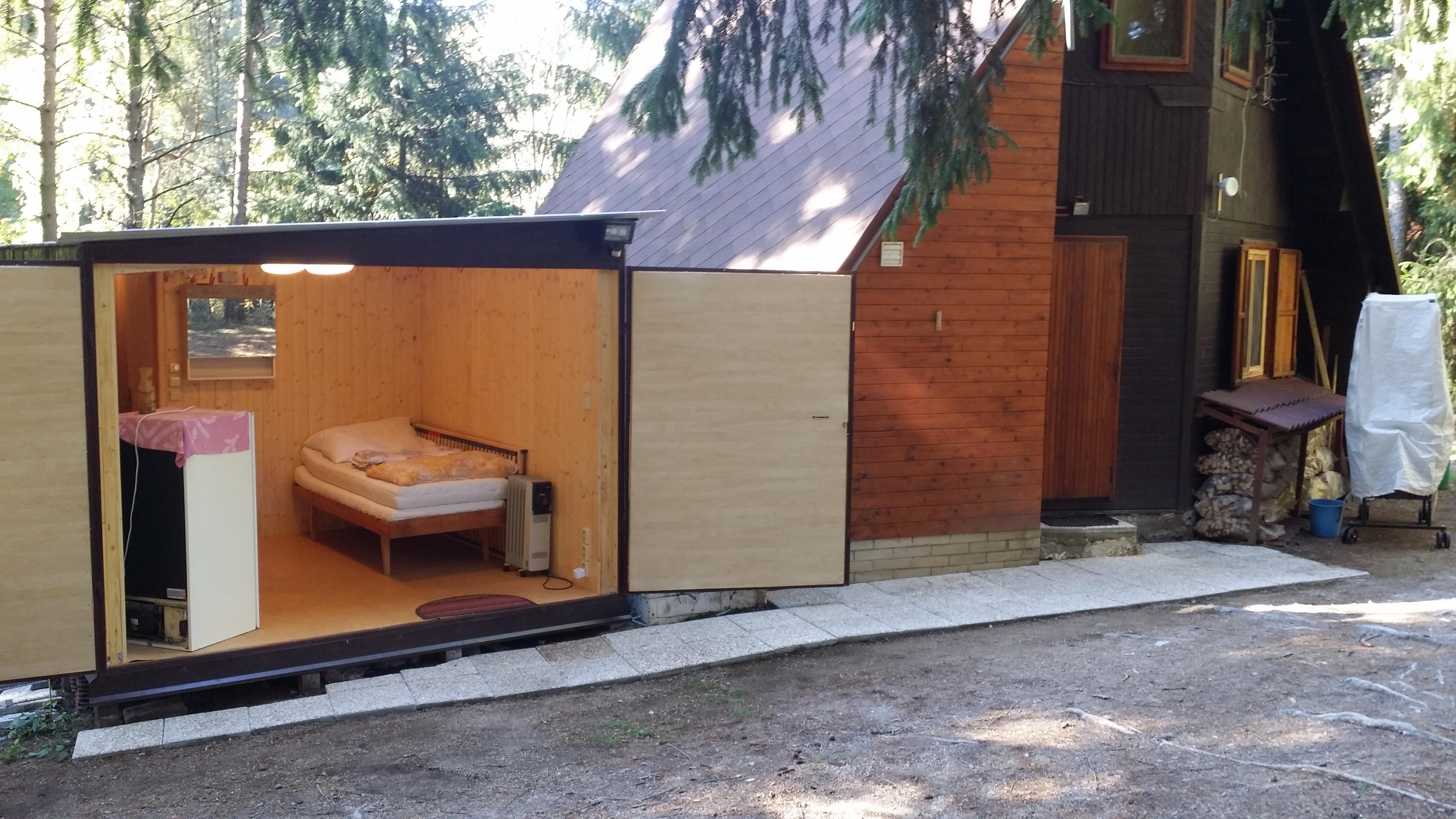 vedlejší budova se saunou a ložnicí