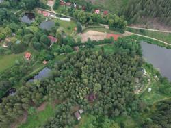 Romantická chata v popředí