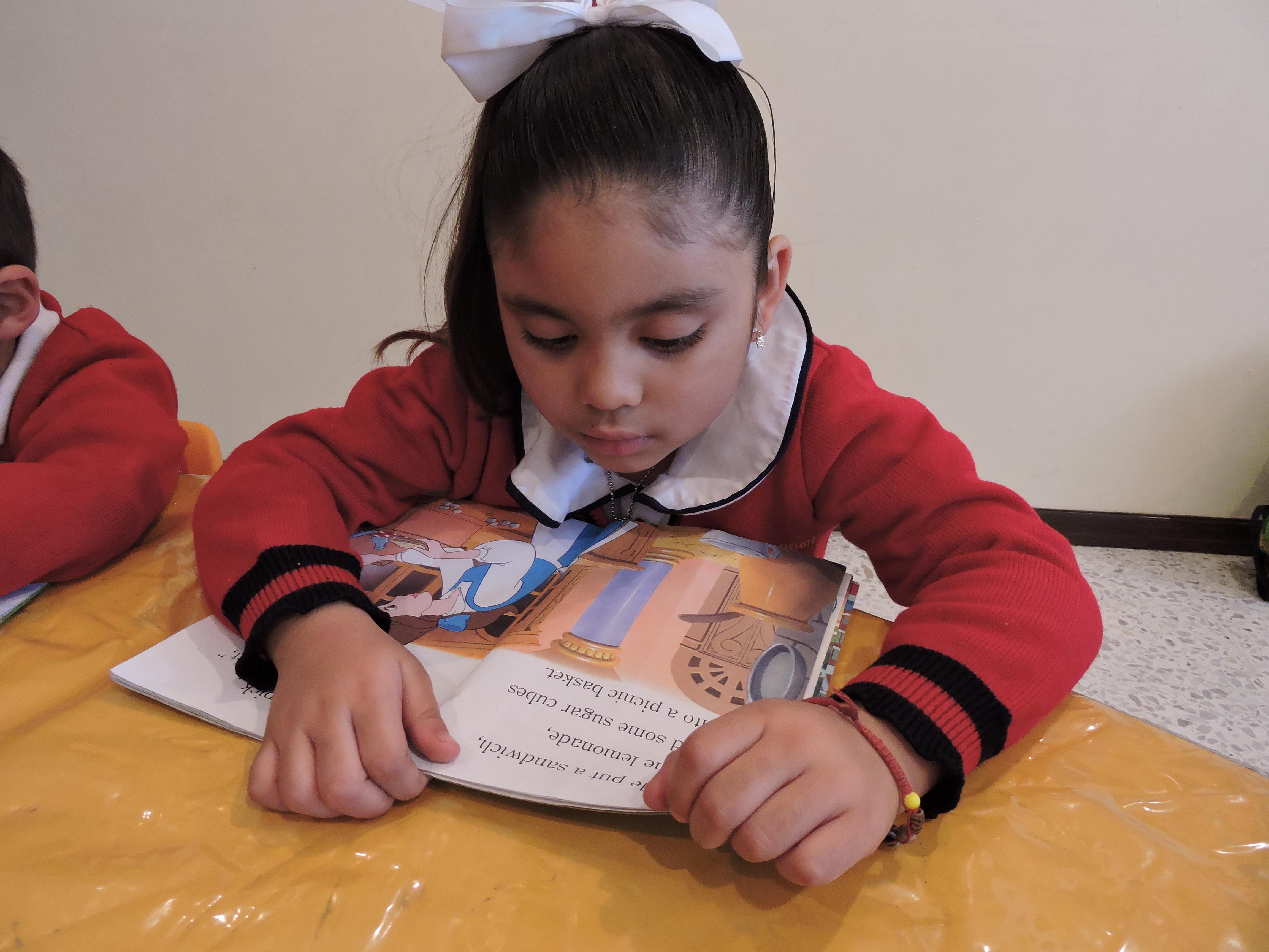 Alumnos en lectura