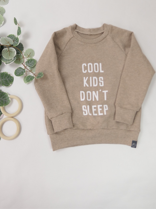 "Sweater Hellbraun ""Cool Kids don't sleep"""