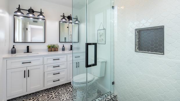 Pros & Cons of Frameless Shower Doors