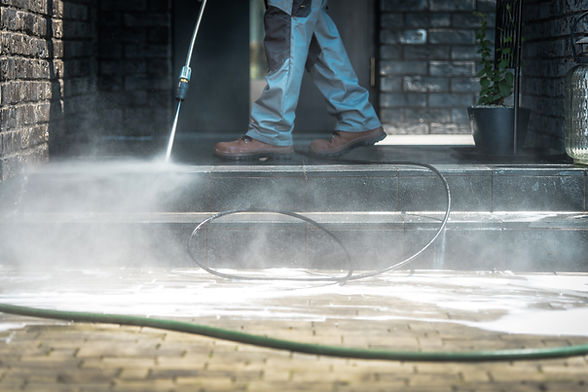 pressure-washer-cleaning-time-A2KV3FS.jp