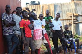 Un gruppo di ragazzi senza tetto dopo uno dei nostri incontri