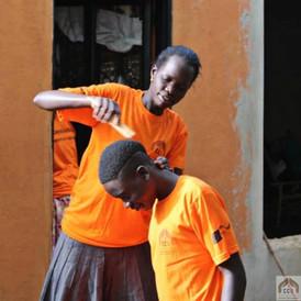 I nostri volontari si prendono cura dei nostri adolescenti con tutto il loro cuore