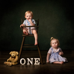 Cute twin toddlers captured by Suzi Gardner photography