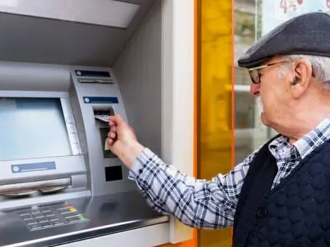 Emekliler maaşlarını çekmek için yasaktan muaf mı? İşte açıklama...