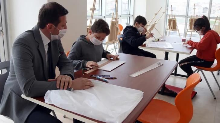 Çerkezköy Belediye Başkanı Akay, sanat kurslarını ziyaret etti