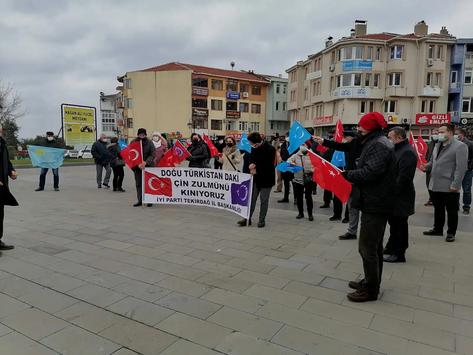 """İYİ Parti Tekirdağ'da """"Katliama sessiz kalma"""" demek için toplandı"""