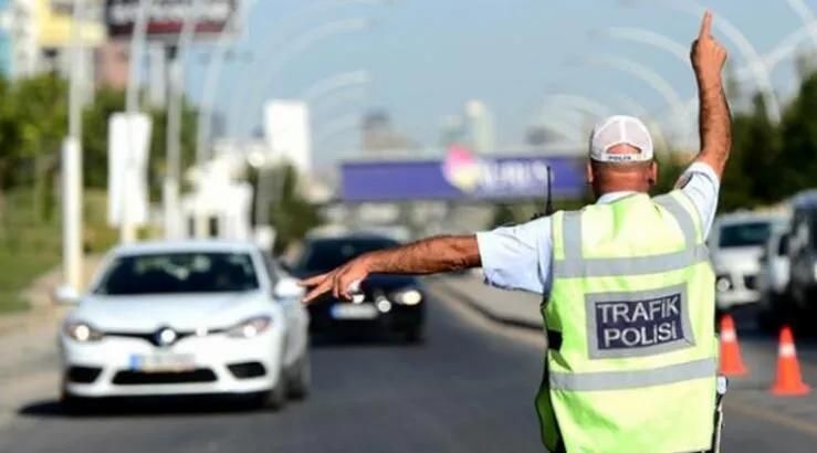 trafik-polisi-kapali-yol