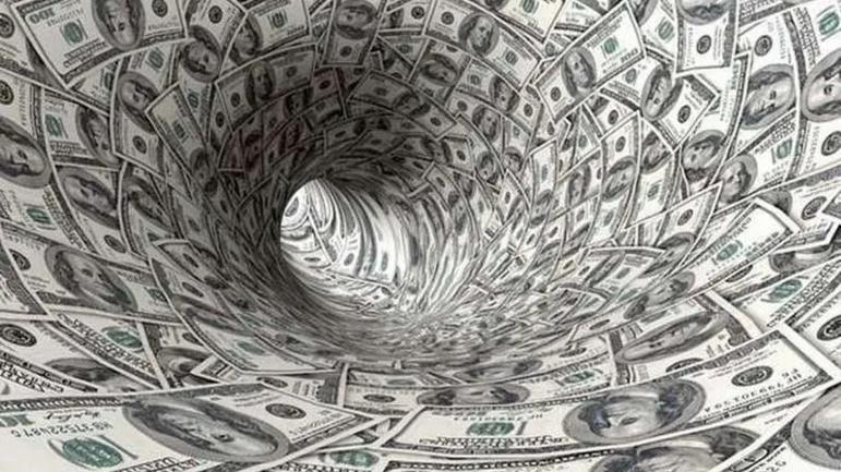 Dolar bir rekor daha kırdı: Yeni zirve 8.23