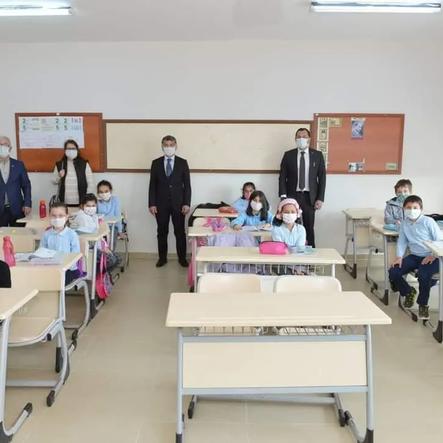 Belediye Başkanı Cüneyt Yüksel, Mehmet Akif Ersoy ilkokulunu ziyaret etti